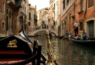 venice_italy_gondola_canal_ride